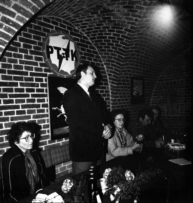 Spotkanie w klubie Fosa [10]