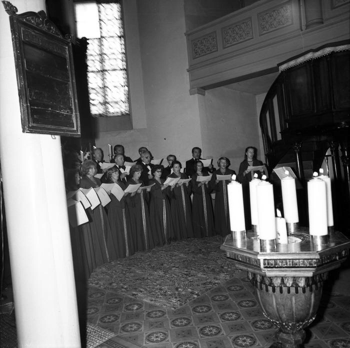 Występ chóru w kościele ewangelickim [9]