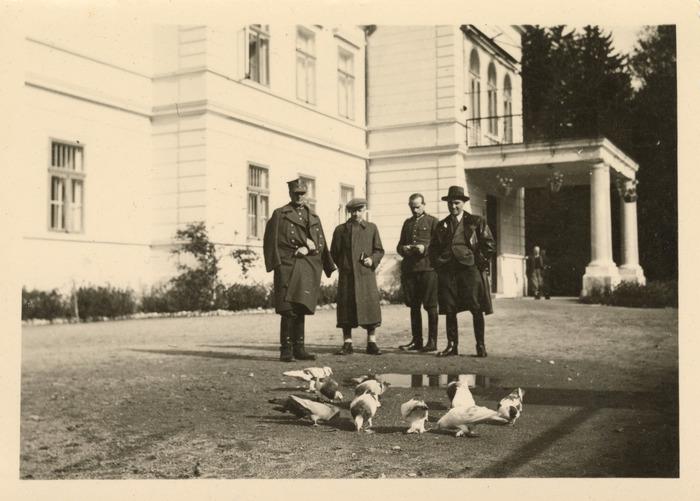 Maria Cichosz podczas internowania na Węgrzech [2]
