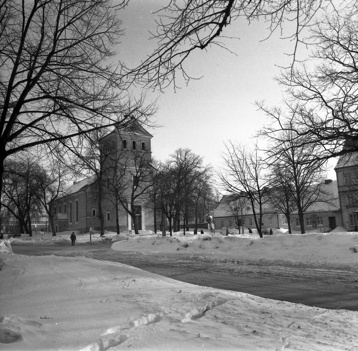 Kościół ewangelicki zimą [3]