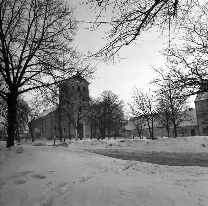 Kościół ewangelicki zimą [5]