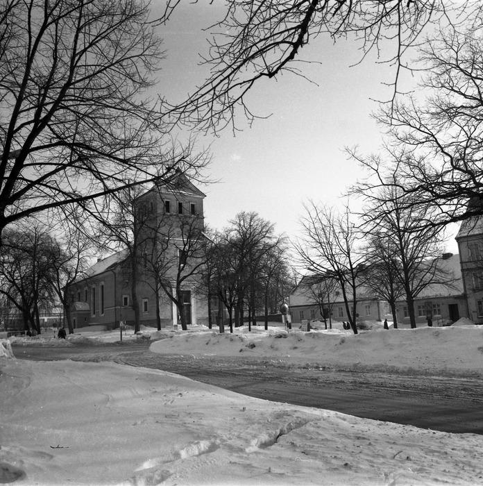 Kościół ewangelicki zimą [2]