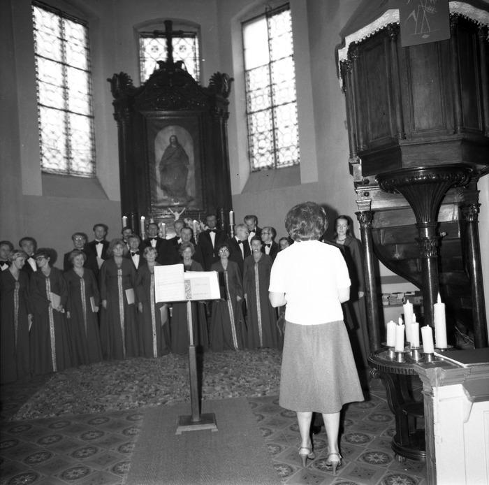Występ chóru w kościele ewangelickim [7]