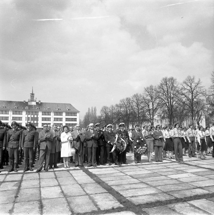 Uroczystość odsłonięcia pomnika żołnierzy radzieckich [8]