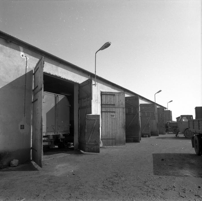 Garaże bazy transportowej [2]