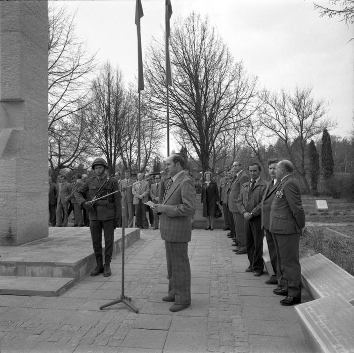 Uroczystość odsłonięcia pomnika żołnierzy radzieckich [32]