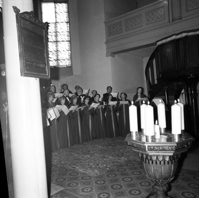 Występ chóru w kościele ewangelickim [2]