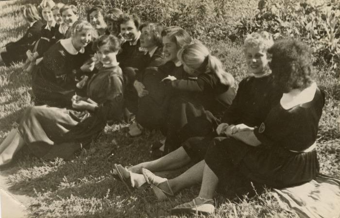 Stefania Platosz z koleżankami[1]