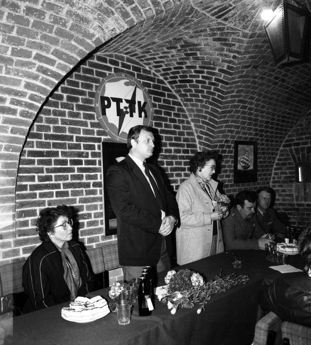 Spotkanie w klubie Fosa [9]