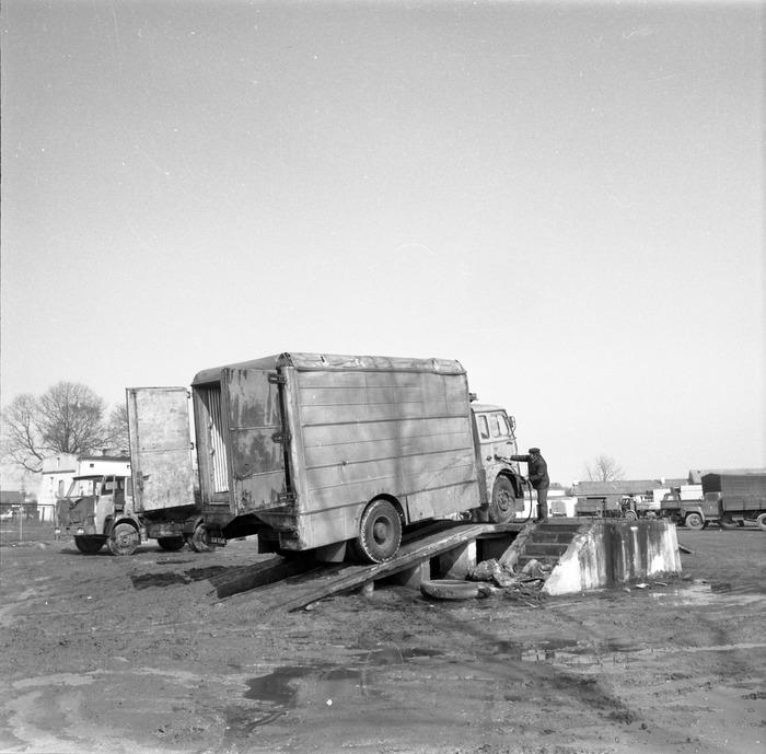 Pojazdy bazy transportowej [1]