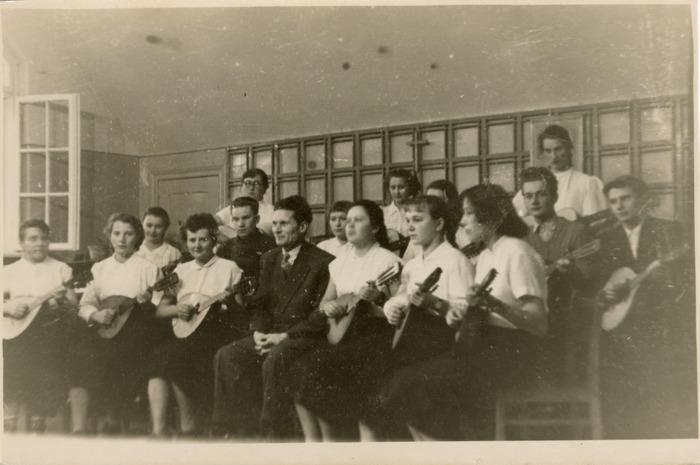 Występ zespołu muzycznego uczniów Państwowego Liceum Pedagogicznego w Giżycku
