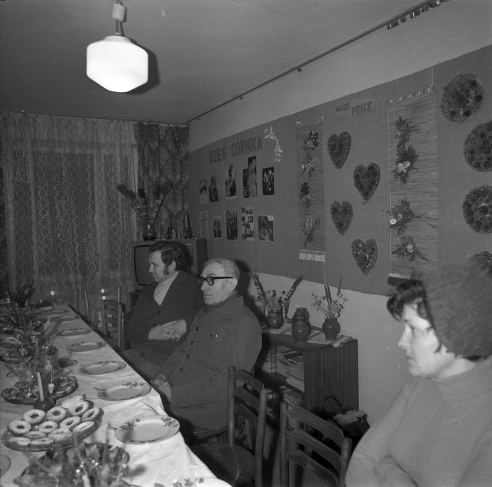 Spotkanie w klubie osiedlowym [9]