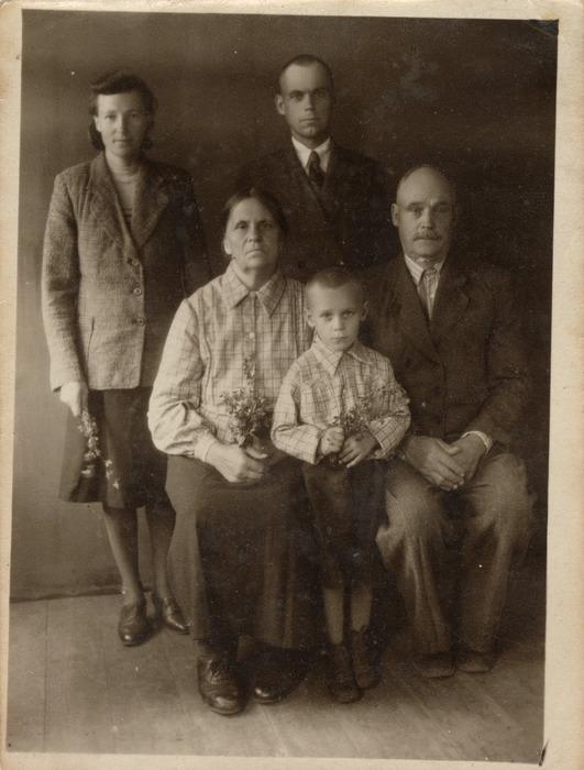 Rodzina Sielewiczów na Syberii