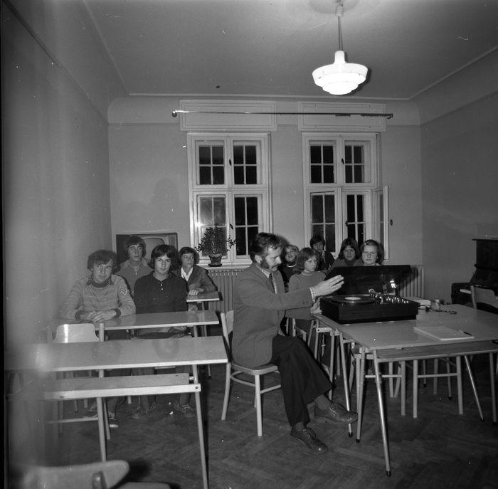 Zajęcia w szkole muzycznej [48]