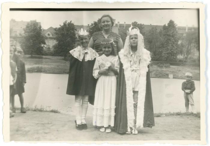 Przedstawienie teatralne w przedszkolu, 1956 r. [1]