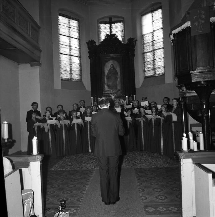 Występ chóru w kościele ewangelickim [8]