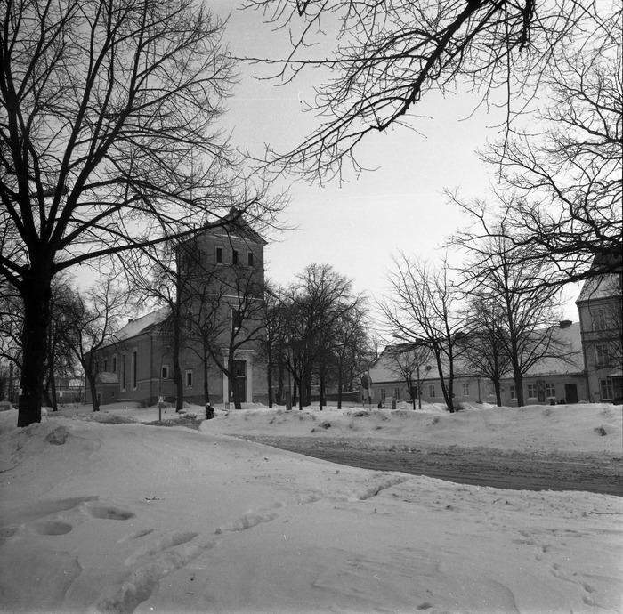 Kościół ewangelicki zimą [4]